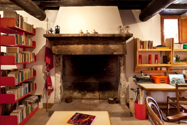 Lo Studio Fireplace