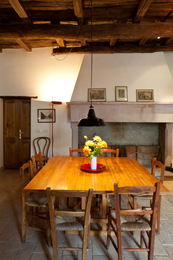 Il Nuovo kitchen table - the perfect gathering spot in old Italia